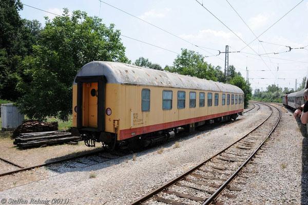 Halt im Bahnhof Velika Kopanica mit abgestellten Bahndienstwagen 80 78 925 0226-9 Uak-zz
