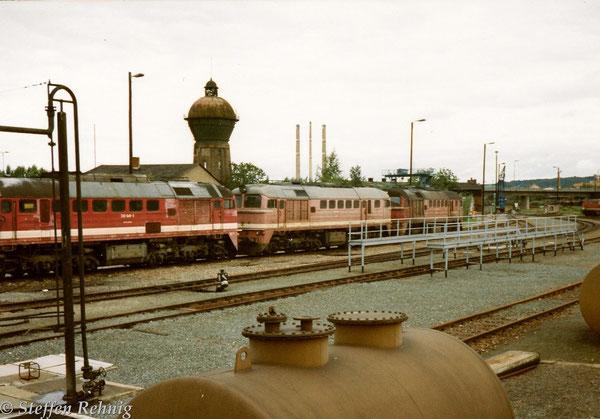 links 220 048-3 ex. Planlok 120 048-4 vom BW Gera im Bereich des Schuppen 2 ....
