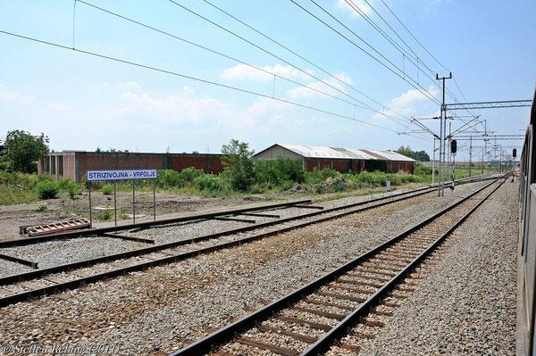 Durch den Bahnhof Strizivojna-Vrpolje verläuft die Bahnstrecke von Beli Manastir über Osijek nach Slavonski Šamac ....
