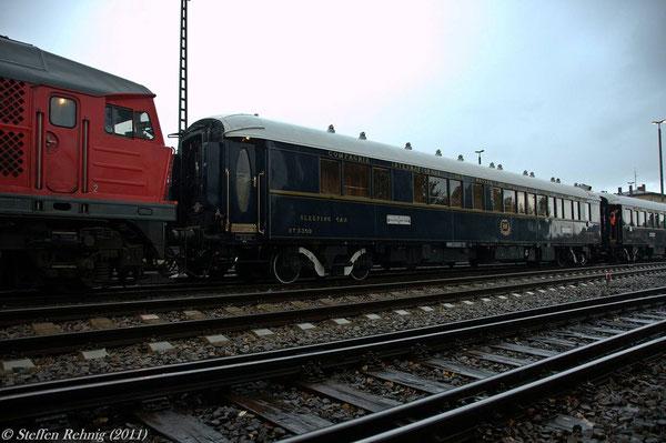 Die Lok vom Bw Nürnberg 2 ist am Orient Express angekuppelt ....