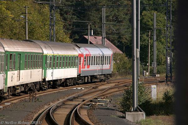 """RZD Schlafwagen 522070-80243-7 (017 04568) Moskva - Cheb am R 606 """"OHRE"""" (2. September 2011)"""