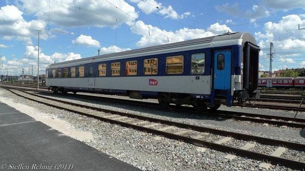 51 87 80-70 310-5 in Nürnberg Hbf (Mai 2011)