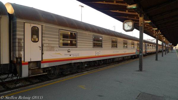 "ZCG - Schlafwagen (ex. SNCF) WLABm 50 62 72-10 509-5 im Zug B 435 ""LOVCEN"" Beograd - Bar in Beograd (19. Juli 2011)"