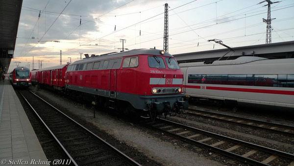218 824-1 in Nürmberg Hbf auf der Rückfahrt von einem Hilfszugeinsatz (7. Juli 2011)