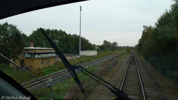 Stellwerk Raitzhain, links die DB AG Strecke Gera - Gößnitz