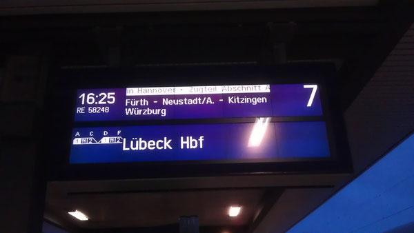 RE Nürnberg - Lübeck mit 2 Speisewagen (Nürnberg Dezember 2012)