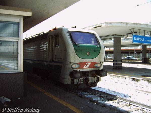 Zuglok von EN 286 in Napoli Centrale (Juni 2005)