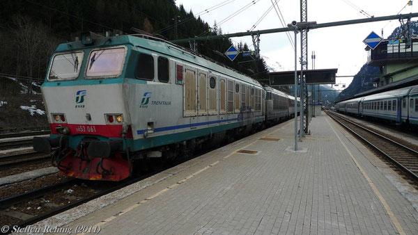 """652 061 bei der """"Schwungfahrt"""" in den Bahnhof Brennero (März 2011)"""