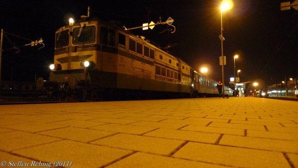 "342 004 mit EN 240 ""VENEZIA"" im Grenzbahnhof Koprivnica (März 2011)"
