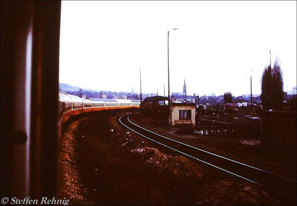 """Ex 107 """"ELSTERTAL"""" bei der Einfahrt in Gera Hbf (1983)"""
