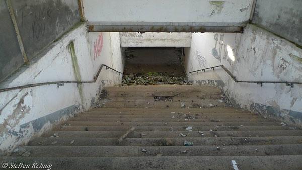 Treppenabgang im ehemaligen Bahnhof Raitzhain (November 2010)
