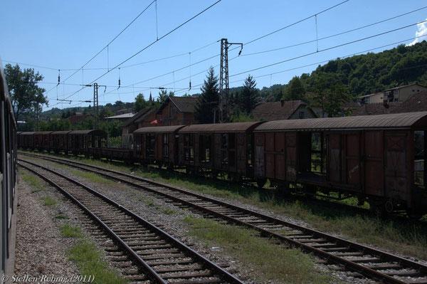 kurz hinter Doboj verlassen wir die Republik Srbska und sind nach einigen erneuten unsichtbaren Grenzüberquerungen in der Förderation Bosnien und Herzegowina