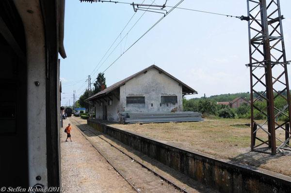 Ankunft im kroatischen Grenzbahnhof Slavonski Šamac