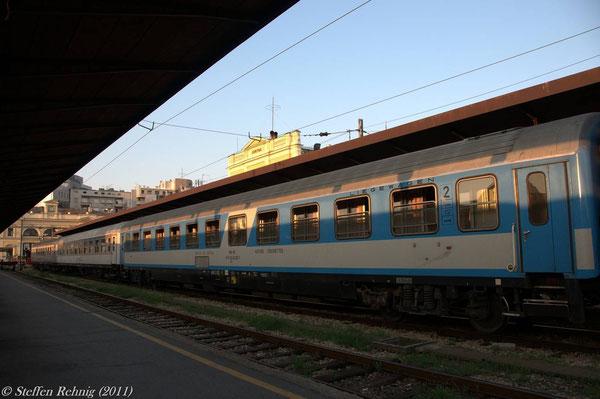 "MZ Bcm 51 65 50-80 000-2 im B 335 ""HELLAS EXPRESS"" in Beograd (19. Juli 2011)"