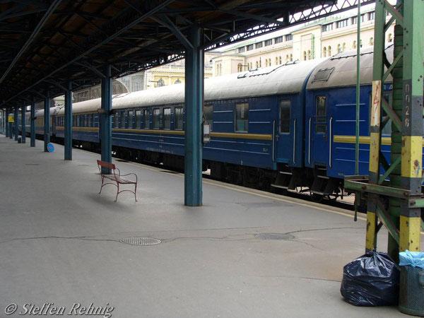 """UZ Schlafwagengruppe im D 16 """"TISZA"""" in Budapest Keleti (Juni 2006)"""