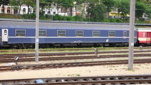 ÖBB MU WLABmz 61 81 72-71 627-5 (ex.CIWL 4834) in Wien Westbahnhof (13. Juni 2007)