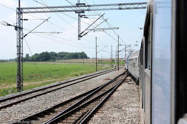 .... die am Ende des Bahnhofs in einem scharfen Linksbogen von der Hauptstrecke nach Slavonski Brod abzweigt