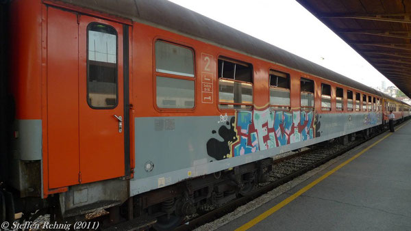 "ZCG - Liegewagen Bcm im Zug B 435 ""LOVCEN"" Beograd - Bar in Beograd (19. Juli 2011)"