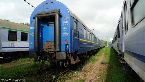 Abgestellte Schlafwagengruppe vom R 401 zur Weiterfahrt als S 51 in Krakow (Mai 2010)