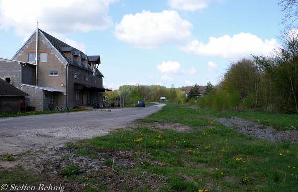 Blick vom Ladegleis Richtung Streckenende im ehemaligen Bahnhof Ebrach (3. Mai 2008)