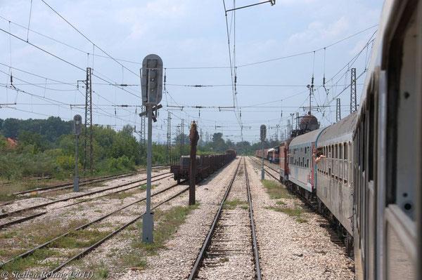 Einfahrt in den Grenzbahnhof Šamac
