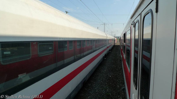 ....der ICE 914 und RE 4120 in Startposition...