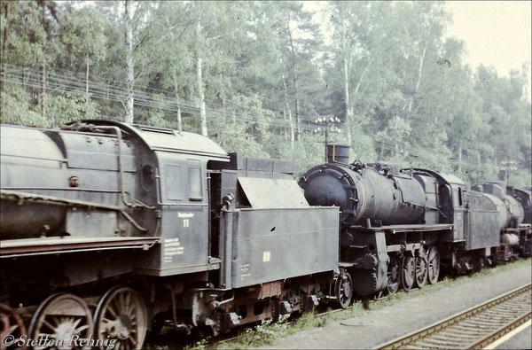 Lokzug ins RAW Meiningen im Bahnhof Langenbernsdorf bei Werdau (1983)
