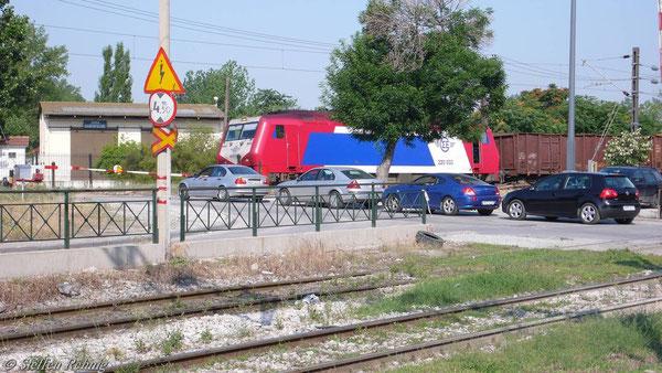 220 033 im Güterbahnhof Thessaloniki (10. juni 2007)