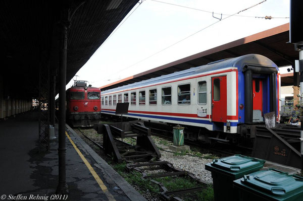 """TCDD Bc Nr. 463 Beograd - Istanbul am B 337 """"OLYMPUS"""" (Beograd 7.50, Niš 12.00-12.20, Skopje 17.07) in Beograd (17. Juli 2011)"""