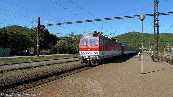 "362 005-1 am R 603 ""OBCHODNÉ CENTRUM MIRAGE"" Bratislava - Košice in Kysak (1.10. 2011)"