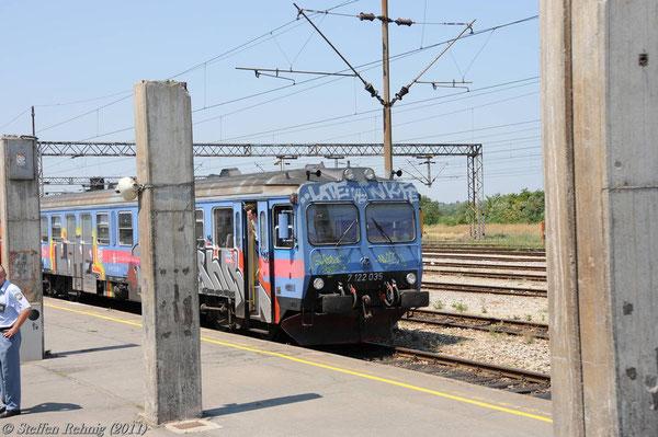 Sofort fällt das fehlende Bahnsteigdach in Vinkovci auf