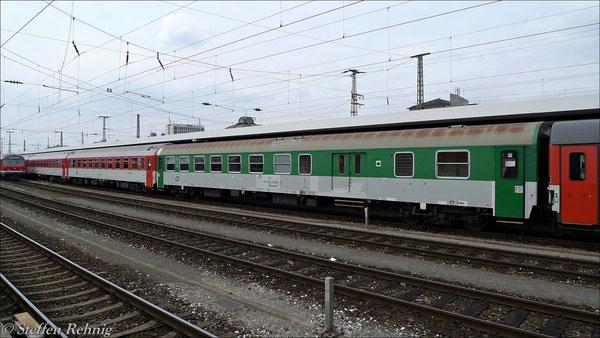 Zur Zeit noch planmäßig im Zug - der Halbgepäckwagen mit öffnungsfähigen Fenstern ! (14. April 2012)