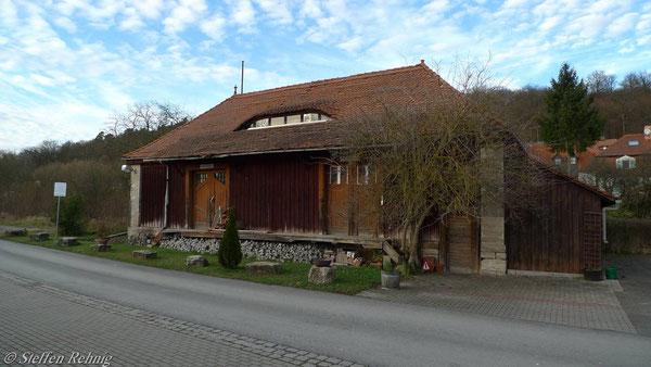 Güterschuppen Ebrach von der ehemaligen Ladestraße aus gesehen