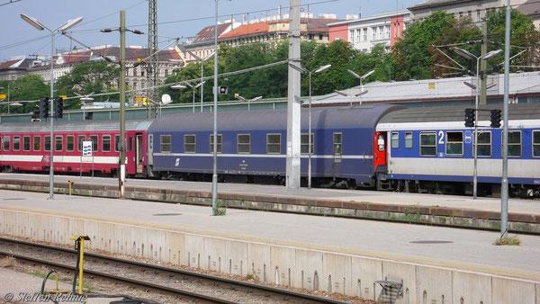 "ÖBB MU WLABmz 61 81 72-71 626-7 (ex.CIWL 4833) im D 346 ""DACIA"" in Wien Westbahnhof (13. Juni 2007)"