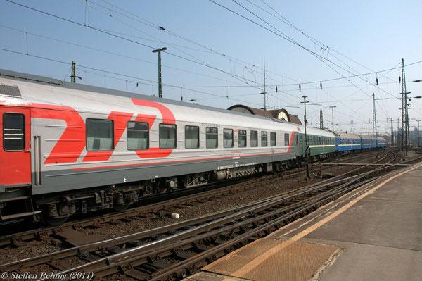 """RZD Schlafwagen Moskau - Belgrad (dahinter Moskau - Budapest) im D 15 """"TISZA"""" in Budapest Keleti (März 2011)"""