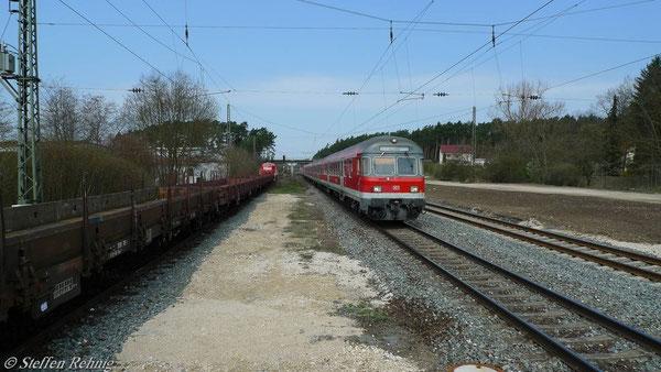 Warten im Bahnhof Strullendorf (16. April 2010)