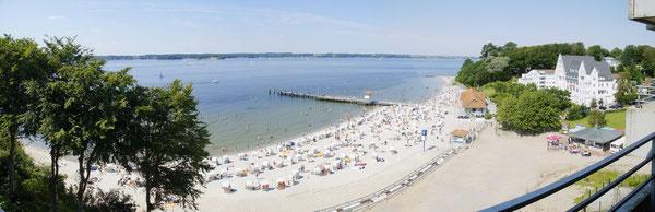 Es ist heiß: Der Strand ist voll!