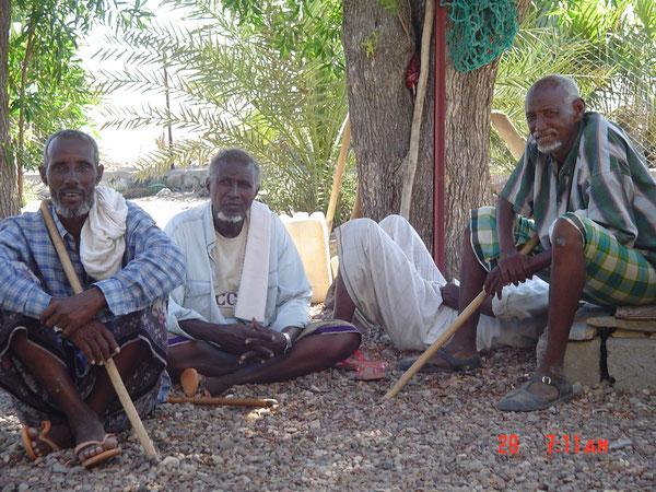 A Ambabo, les pasteurs sédentarisés ont gardé leur bâton de meneurs de troupeaux