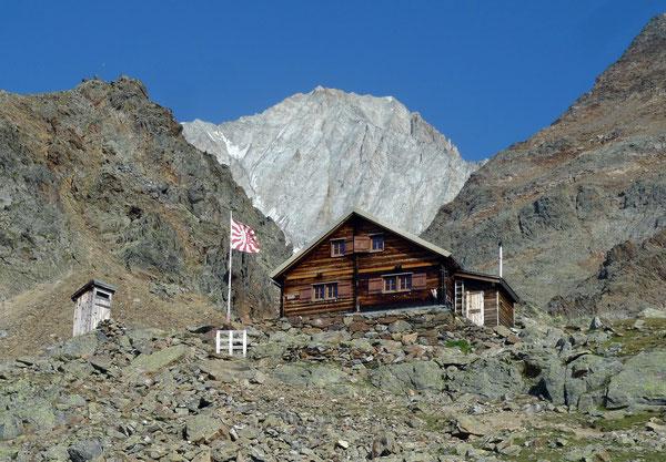 Bietschhornhütte mit Bietschorngipfel foto@david