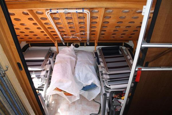 umbau bugsitzgruppe zum festbett mit viel stauraum. Black Bedroom Furniture Sets. Home Design Ideas