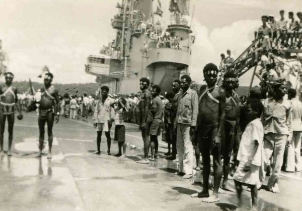 In Manokwarie  1960 het dek was gloeiend heet...