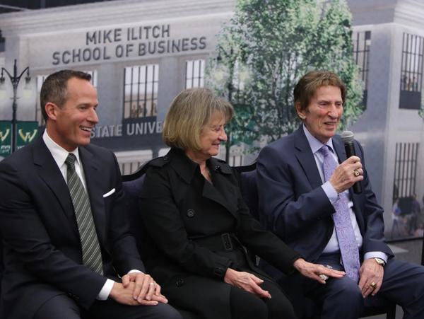 (Da sx a dx) Chris Ilitch, Marian Ilitch e Mike Ilitch  (RYAN GARZA, DETROIT FREE PRESS)