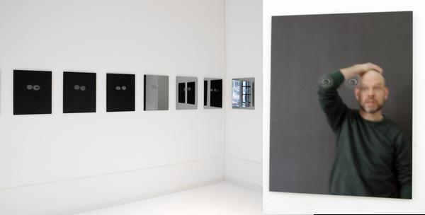 Thilo Droste, Vier-Augen-Prinzip /// 2019, Lasergravur auf Spiegel, je 50x40cm, Ausstellungsansicht Galerie im Saalbau, 2019 (Foto: H.Moser)