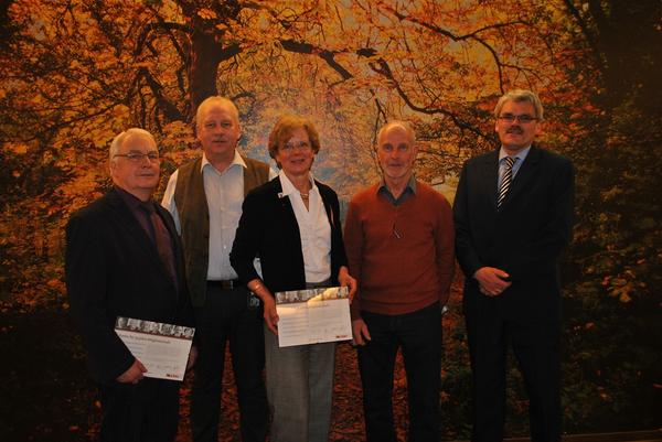 Die langjährigen Mitglieder der CDU Beverstedt (von links): Manfred Tönjes, Harald Sommerfeld, Henriette Ahrens und Jürgen Bullwinkel mit dem Vorsitzenden Bernd Beckmann. (Foto: Schönig)