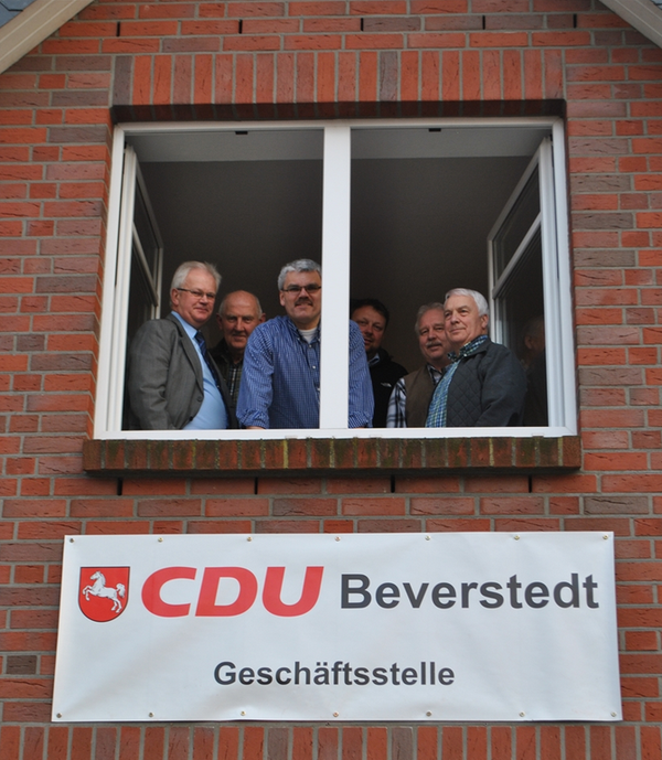 Das CDU-Wahlkampf-Team im neuen Büro in der Logestraße. Von links: Wilfried Windhorst, Claus Götjen, Bernd Beckmann, Gunnar Böse, Harald Sommerfeld und Manfred Tönjes. (Foto: Schönig)