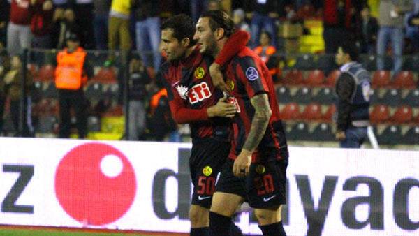 Necati volvió a marcar otro doblete y ya suma 5 goles con el Eskişehirspor.