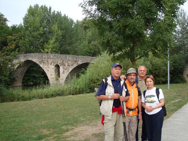 Cammino 2008. Con Roberto e i Coniugi Suma alle porte di PAMPLONA