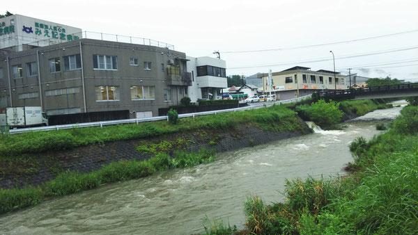 7月6日午前8時10分頃の三重川。水かさが増えていますが今のところ市内で大きな被害はありません。