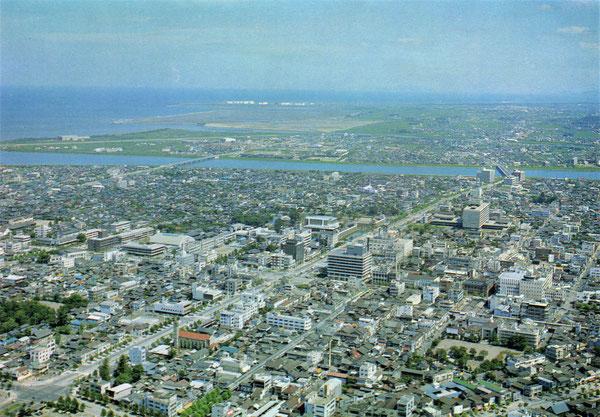 昭和40年頃の大分市街の航空写真絵葉書です。(画面をクリックすると拡大します)