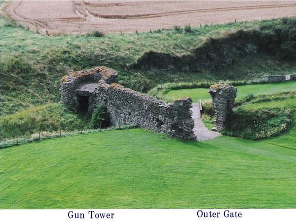 Tantallon Castle Guntower, Outer Gate